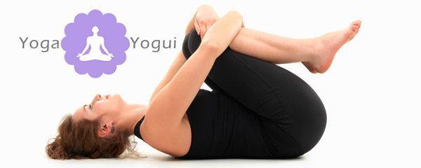 Postura de yoga Apanasana rodillas al pecho
