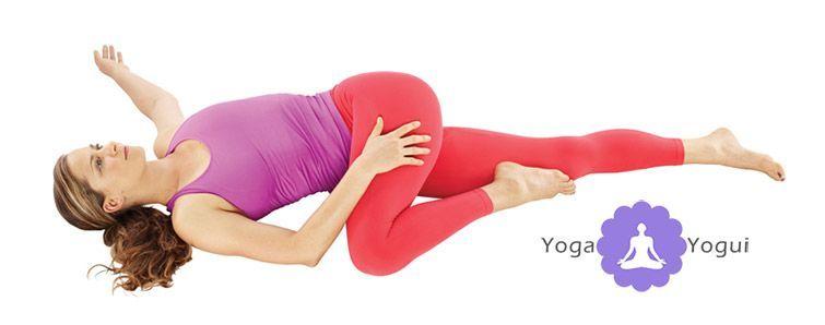 Postura de yoga de torsión Supta Matsyendrasana