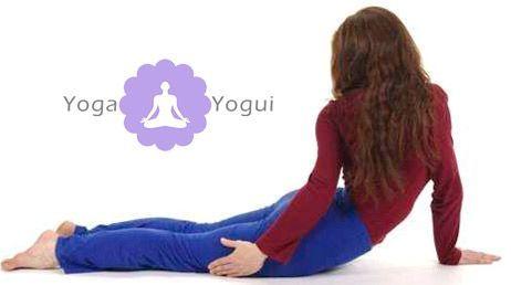 postura de yoga parivrtta Bhujangasana giro torsion